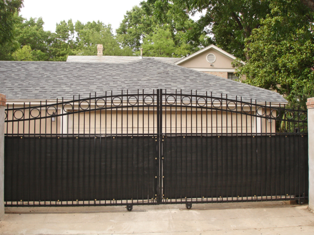 Windscreen Supply windscreens have a wide variety of applications for residential use. Windscreen mesh tarps can be used in a variety of ways at home and for HOA's